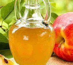 Lave o rosto com vinagre de maçã por 5 dias. Vinagre de maçã tem a merecida fama de ser um grande aliado da saúde. Entre as suas exaltadas virtudes, está a de alcalinizar o sangue, melhorando toda a d
