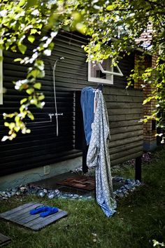 outdoor shower. Abbi you can put one of these in when you get a farm!!