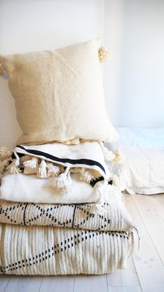 Large Moroccan POM POM pillow cover - wool natural undyed / muima*