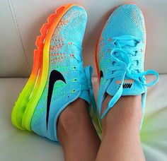 Im gonna love this site!Check it's Amazing with this fashion Shoes! get it for 2016 Fashion Nike womens running shoes Nike Air Max 2015 - Cushioned to the max. Neon Nikes, Nike Neon, Neon Nike Shoes, Nike Roshe, Nike Free Runners, Nike Free Shoes, Running Shoes Nike, Nike Outfits, Fitness Outfits