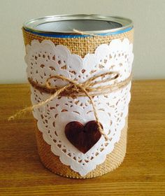 scrapeandoenfamily         : Bote decorado con saco Recycle Cans, Diy Cans, Diy Recycle, Tin Can Crafts, Crafts To Make, Craft Gifts, Diy Gifts, Handmade Christmas Crafts, Recycled Tin Cans