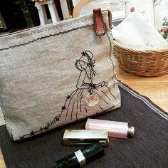 #Embroidery#stitch#needlework#hamp linen pouch #프랑스자수#일산프랑스자수#자수#햄프린넨#햄프린넨파우치 #딸에게 선물할 햄프린넨 파우치완성!~
