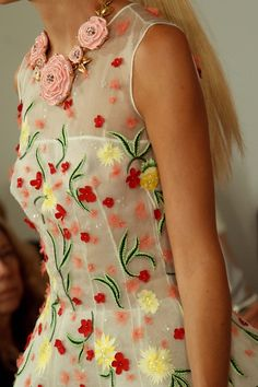 Oscar de la Renta Spring/Summer 2015 - close up detailing of this beautiful dress, lusting over this! #SS15 #chichilondon #chichiclothing