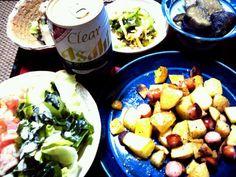 ポテトの料理は栗原はるみさんがこの間テレビでやってたもの。 ビールによく合う。 クリアアサヒ(プライムリッチ)は発泡酒たけどなかなか美味しい。 - 17件のもぐもぐ - ポテトとウィンナーのオリーブオイル焼き ゴーヤと切り干し大根の酢の物、ワカメサラダ、ナスの煮物、冷や奴、クリアアサヒ(プライムリッチ) by hotaru27