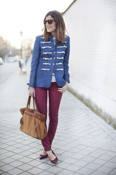 Marinerito. Navy. Red jeans.  Street style outfits. Looks de street style. Fashion Blogger.