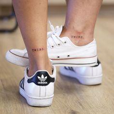 """217 curtidas, 13 comentários - UN POINT SEPT (@unpointsept) no Instagram: """"Le petit Tattoo en commun de Ingrid & Mathilde. Un peu gnangnan au premier abord, puis elles nous…"""""""