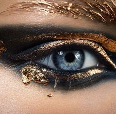 Mineral #makeup: gold leaf + black coal smokey eye.