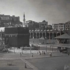 Old Photo of Kaaba during Ottoman Empire Period Islamic Images, Islamic Pictures, Old Pictures, Old Photos, Mecca Masjid, Masjid Al Haram, Islamic Sites, Pilgrimage To Mecca, Mekkah
