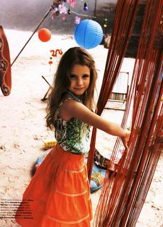 Vogue Brasil Kids Editorial O Havai é Aqui, Summer 2012 Shot #5