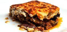 Aunque en realidad es de origen árabe, la musaka se considera como una receta griega. Parecida a la lasaña, este plato cuyo ingrediente principal son las berenjenas y la carne picada se ha convertido en uno de los mejores embajadores de la cocina helena.