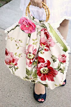 A beautiful purse... that's easy to do...
