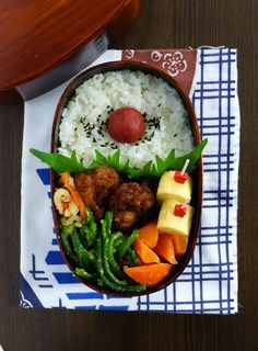 Fried chicken, carrots, peppers, radish