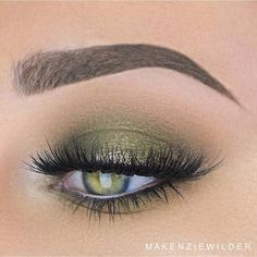 Dark Green Smokey Eye Look
