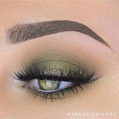 Dark Green Smokey Eye Look