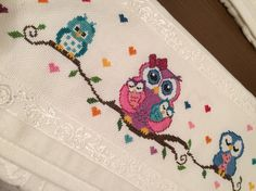 This Pin was discovered by Mih Cross Stitch Owl, Just Cross Stitch, Cross Stitch Designs, Cross Stitching, Cross Stitch Patterns, Hand Embroidery Stitches, Cross Stitch Embroidery, Embroidery Patterns, Needlework