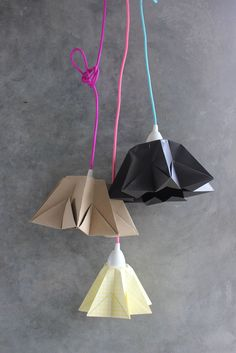 DIY - Origami Sternenhänger Lampe Lamp Origami star - so easy to make and the light looks great with it. I would recommend using lighter colors. Origami Diy, Origami And Kirigami, Origami Paper Art, Paper Crafting, Diy Luminaire, Paper Lampshade, Origami Lampshade, Lampshade Ideas, Lamp Ideas