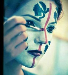Dipinta sul viso. ..