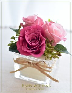 Glasvase mit Rosen - Floral Design, Arrangements, and Tutorials - Rosen Arrangements, Small Flower Arrangements, Table Flowers, Paper Flowers, Gift Flowers, Deco Floral, Floral Design, Rose Stabilisée, Fleur Design