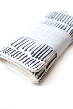 black and white burp cloth, sherpa burp cloths, baby girl burp cloth, new baby gift, organic sherpa burp rag, boy burp cloth, baby gift by babysproutsco on Etsy https://www.etsy.com/listing/248123739/black-and-white-burp-cloth-sherpa-burp