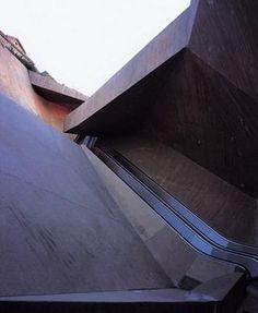 José Antonio Martínez Lapeña & Elías Torres Architects - La Granja Escalators, 2001