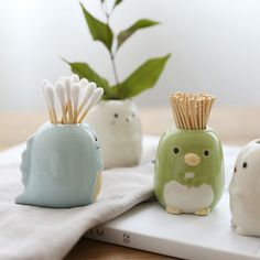 Complete with a glazed finish, this Ceramic Toothbrush Holder will look lovely on your bathroom vanity. Find more bathroom organizers at Apollo Box! Diy Clay, Clay Crafts, Diy And Crafts, Ceramics Projects, Clay Projects, Ceramic Clay, Ceramic Pottery, Ceramic Decor, Keramik Design