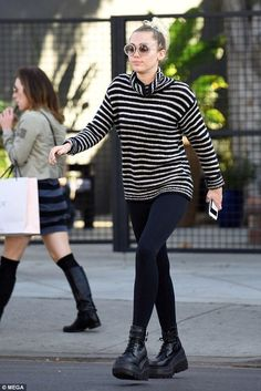 Miley Cyrus Lunch with Liam Hemsworth at Crossroads November 17 2016
