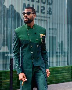 BBNaija star, Mike Edwards has advised Nigerians not to focus on living to change their history, rather they should live to bring their imagination to life. Trendy Fashion, Mens Fashion, Fashion Trends, Like Mike, Dapper Men, Intense Workout, African Design, African Fashion, Double Breasted
