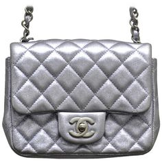 Pre-owned Chanel Lavender Metallic Leather Mini Flap Shoulder Bag... (€2.210) ❤ liked on Polyvore featuring bags, handbags, shoulder bags, handbags and purses, structured shoulder bags, mini shoulder bag, shoulder strap handbags, chanel handbags, leather flap handbag and metallic handbags