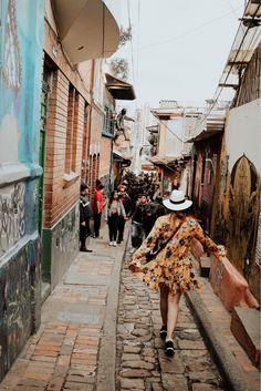 VISITA LA PLAZOLETA CHORRO DE QUEVEDO Colombia Travel, Train Rides, Travel Photos, Dream Trips, Briefcase, Beautiful Things, Photo Ideas, Paradise, Pictures
