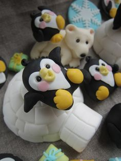 Realistic Cakes, Penguin Cakes, Edible Creations, Christmas Cupcakes, Sugar Art, North Pole, Themed Cakes, Cake Toppers, Cake Decorating