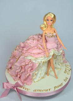 Barbie Torte, Bolo Barbie, Barbie Doll, Barbie Birthday Cake, Birthday Cake Girls, Pretty Cakes, Beautiful Cakes, Fondant Cakes, Cupcake Cakes