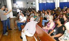 Viúvos e pessoas sós se reúnem em igreja