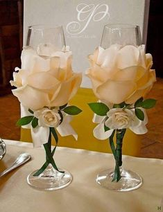 22 New Ideas For Backyard Party Diy Bridal Shower Wine Glass Crafts, Bottle Crafts, Wedding Centerpieces, Wedding Decorations, Table Decorations, Decoration Evenementielle, Wedding Wine Glasses, Champagne Glasses, Decorated Wine Glasses