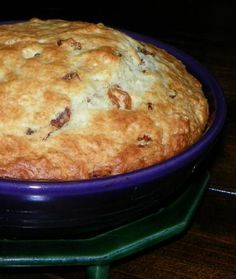 Cork County Irish Bread This is the best Irish Soda Bread recipe ever! It comes out crunchy on the outside and soft, sweet and moist inside. I got this from an old Irish cookbook in high school to make for an Irish feast we had in history class. Scottish Recipes, Irish Recipes, Irish Soda Bread Recipes, Bagels, Scones, Irish Bread, Simply Yummy, Sweet Bread, Gourmet