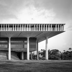 weissesrauschen: Hawaii State Capitol by Chimay Bleue on Flickr. (via TumbleOn)