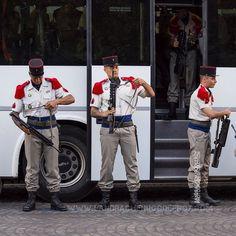 Militaires sortant du bus le matin du 14 juillet [Ref:4516-23-0158] #armeedeterre #14juillet #defile