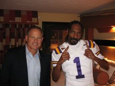 Les needs to smoke grass with Snoop- instead of chewing it.....