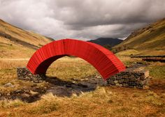 Steve Messam creates bridge from 20,000 sheets of paper