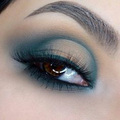 Real smokey look Light Shades, Shades Of Green, Instagram Makeup, Instagram Posts, Brow Powder, Green Eyeshadow, Light Eyes, Looks Black, Eye Contour