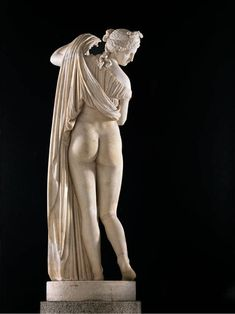 A marble statue ca. late century BC, which is identified as Aphrodite Kallipygos (Ἀφροδίτη Καλλίπυγος) and is a Roman copy based on a Greek original. Aphrodite, Roman Sculpture, Sculpture Art, Sculptures, Ancient Romans, Ancient Art, Art Romain, Steinmetz, Rome Antique