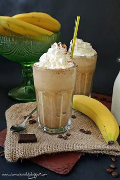 Homemade Protein Shakes, Easy Protein Shakes, Protein Shake Recipes, Frappuccino, Frappe, Sweets Cake, Food Cakes, Fruit Smoothies, Yummy Drinks
