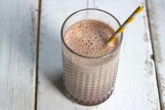 Smoothie met banaan en cacao - Lekker en Simpel Benodigdheden: 1 banaan 200 ml melk (je kunt ook kiezen voor bijv. amandelmelk) 1 theelepel cacao
