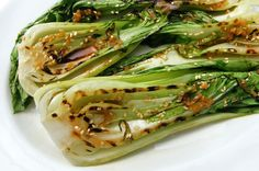 Grilled Bok Choy with garlic/ginger sauce Easy Salad Recipes, Asian Recipes, Healthy Recipes, Healthy Options, Vegetable Side Dishes, Vegetable Recipes, Mini Pak Choi, Bok Choy Rezepte, Grilled Bok Choy