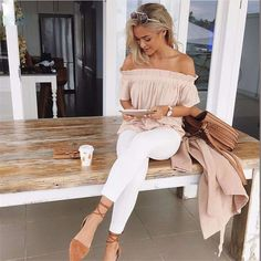 Beautiful ruffle strapless loose summer top for the trendy woman Edgy design offers a modern stylish look Perfect for parties or social gatherings Made from high quality material Available in 2 colors Women's Summer Fashion, Look Fashion, Fashion Outfits, Womens Fashion, Fashion Trends, Fashion 2018, Ladies Fashion, Feminine Fashion, Fashion Ideas