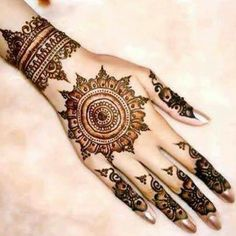 We are have geometric shapes and earthy designs to decorate our hands with mehndi for a long time now. Here are some highly fancied round mehndi designs. Wanting a wedding henna designs or Mehndi black tattoo then CLICK Visit link for more info Henna Hand Designs, Eid Mehndi Designs, Mehndi Design 2015, Round Mehndi Design, Indian Henna Designs, Mehndi Patterns, Beautiful Henna Designs, Latest Mehndi Designs, Mehndi Designs For Hands