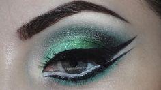 Green cut crease type eyeshadow