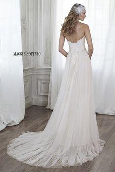 Descubre los vestidos de novia de Maggie Sottero primavera 2015: una colección mágica Image: 4