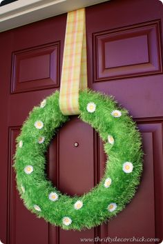 """Adorable Spring """"grass"""" wreath! (and you'll never BELIEVE what she used to make the wreath! Genius!"""