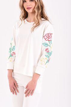 Μπλούζα με floral κέντημα στα μανίκια σε εκρού χρώμα Bell Sleeves, Bell Sleeve Top, Floral, T Shirt, Tops, Women, Fashion, Supreme T Shirt, Moda