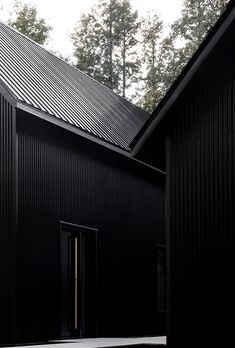 two steel black cabins form striking quebec chalet by appareil architecture Black Room Decor, Black Rooms, Bedroom Black, Black Architecture, Architecture Design, Metal Building Homes, Building A House, Chalet Quebec, Black House Exterior